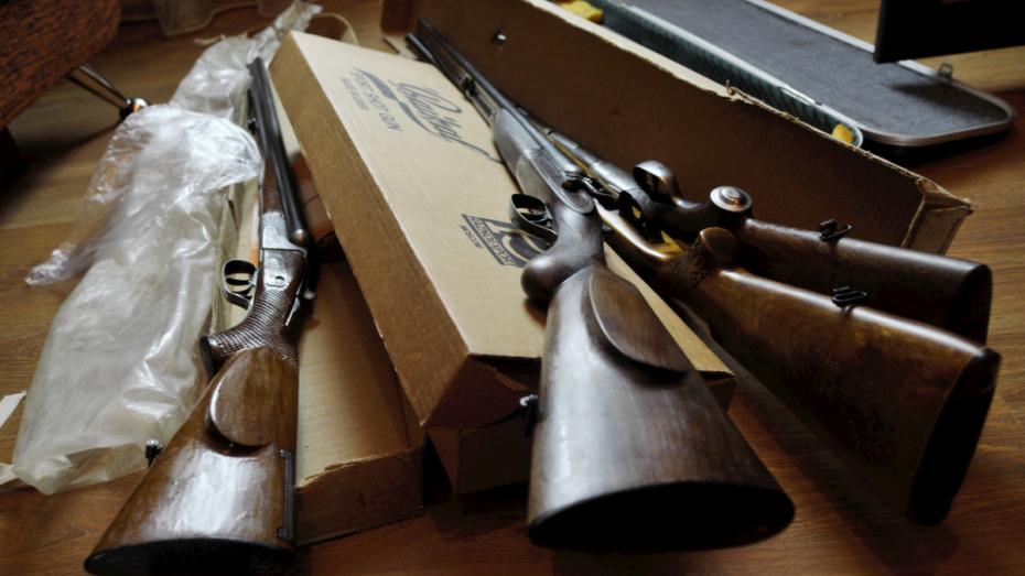 Силовики нашли в гараже воронежца склад оружия