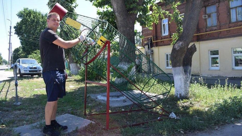 В центре Борисоглебска установили контейнер-бутылку
