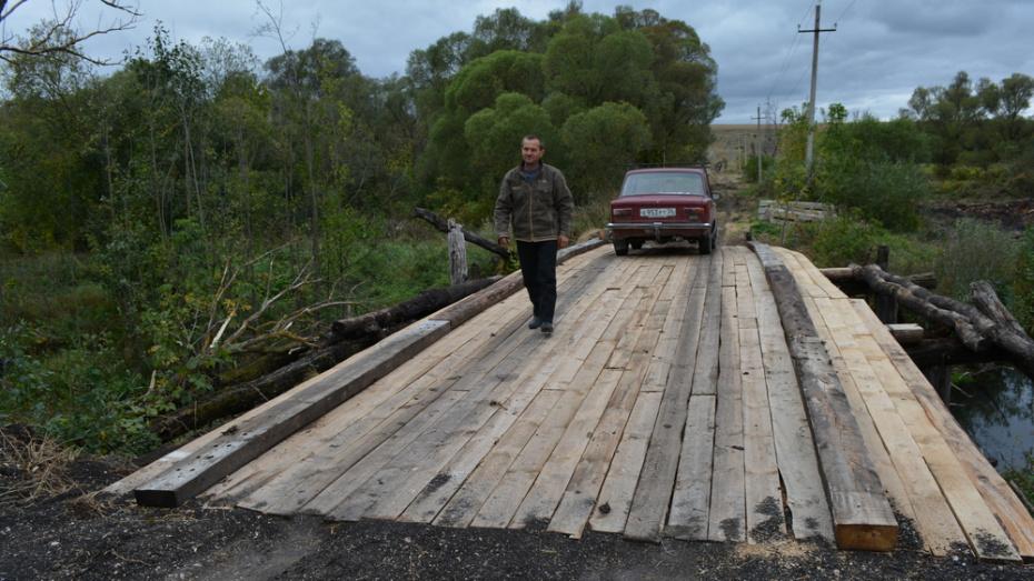 В нижнедевицком селе Скупая Потудань сельчане отремонтировали мост через реку