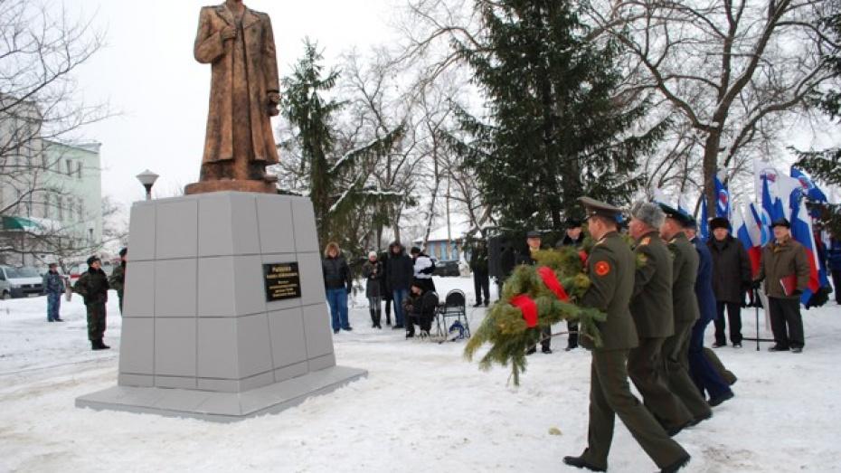 В Россоши установили памятник Герою Советского Союза