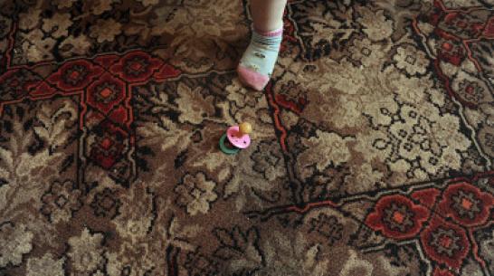 В Воронеже 2-летняя девочка выпала из окна первого этажа