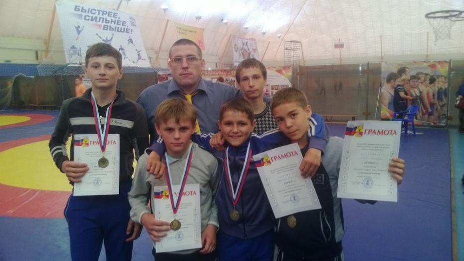 Эртильцы победили в первенстве Воронежа по борьбе