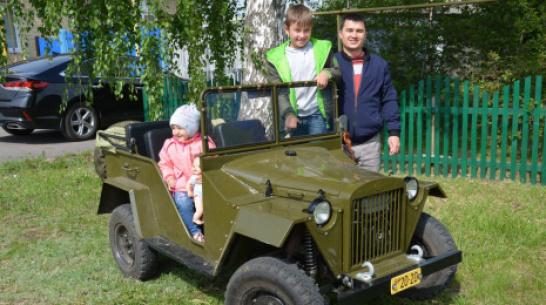 Житель поворинского села Пески собрал копию военного автомобиля ГАЗ-67Б