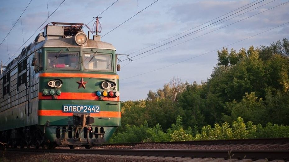 Переходящая пути пенсионерка погибла под поездом в Воронежской области
