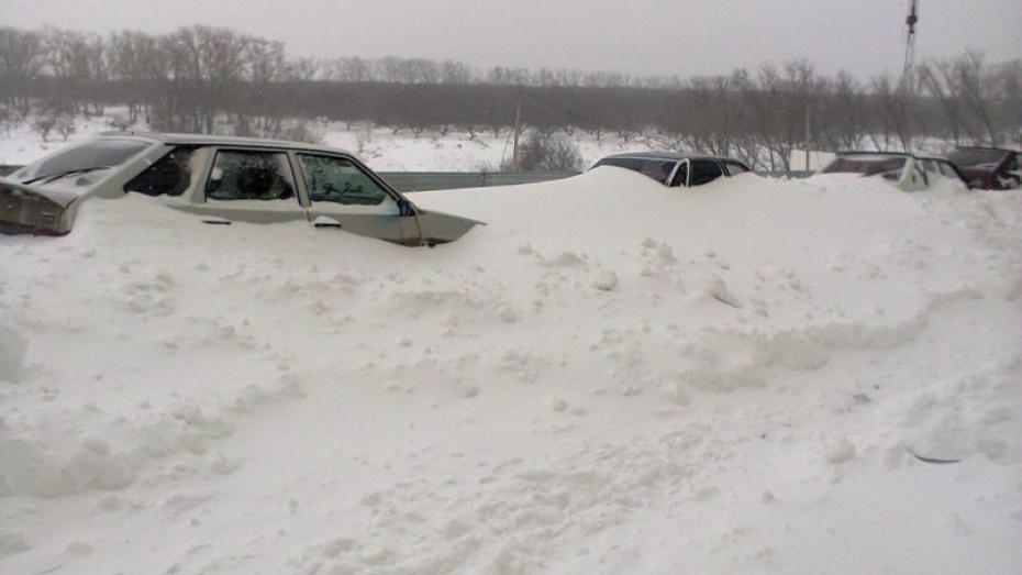 Из-за снегопада на трассе Воронеж-Курск движение идет со скоростью 30 километров в час