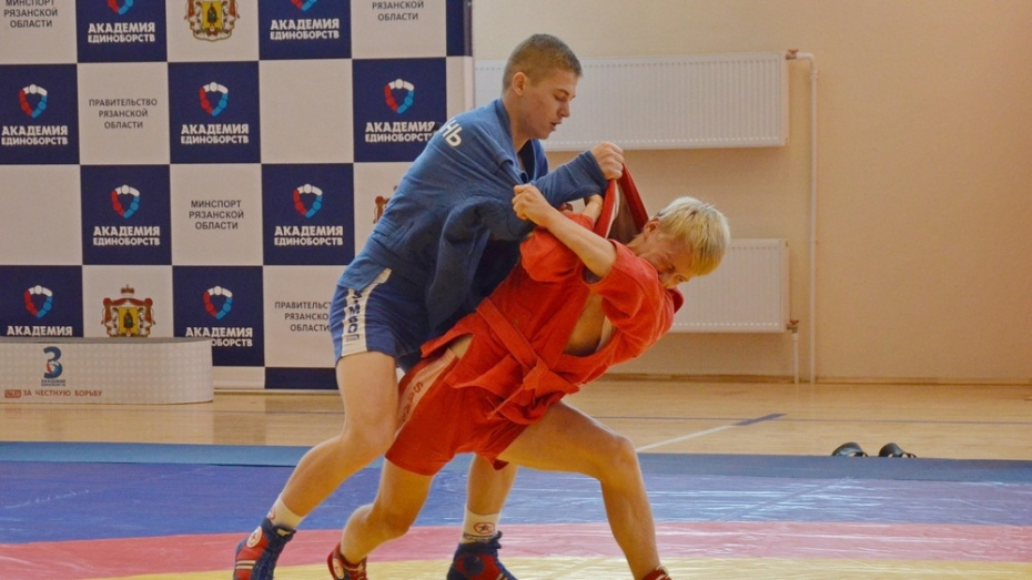 Таловские самбисты выиграли 3 золотые медали на чемпионате Воронежа