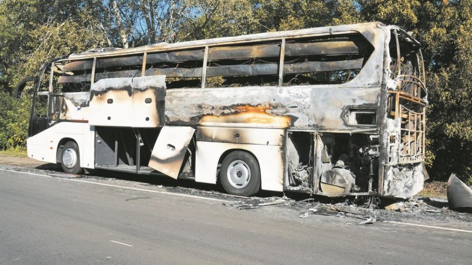 На автодороге в Богучарском районе сгорел автобус