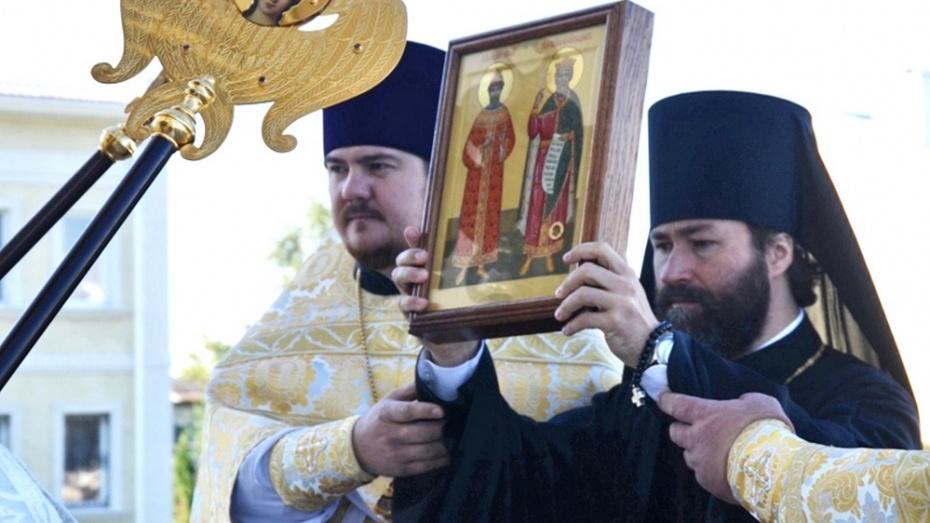 В Россошь привезли икону с частицей мощей князя Владимира
