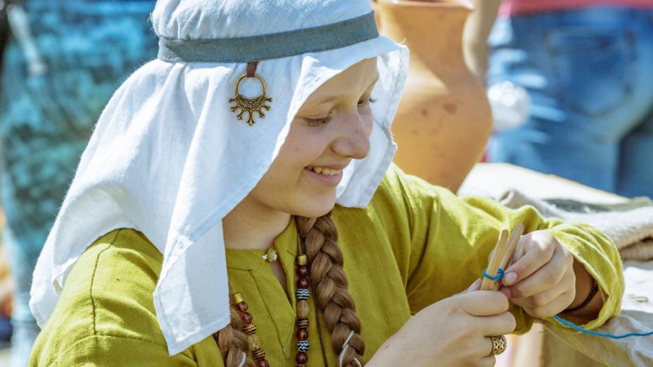 Воронежцев пригласили на мастер-класс по плетению шнуров старинными способами