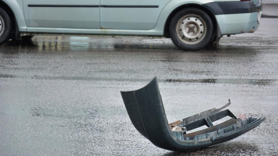 В Острогожском районе «Нива» опрокинулась в кювет: пострадала 22-летняя автоледи