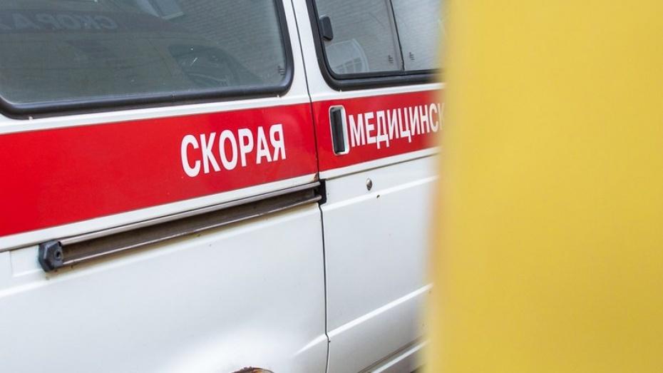 Под Воронежем машину после ДТП отбросило напешехода, мужчину госпитализировали