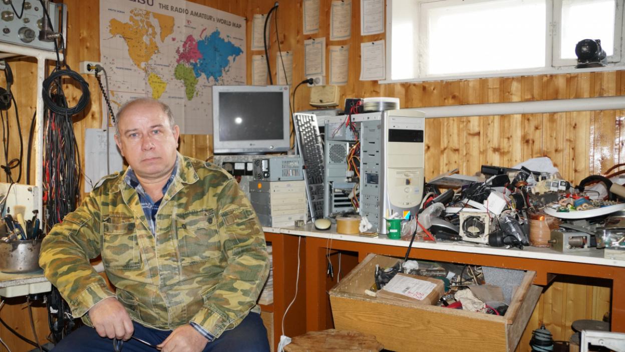 Аэродвигатель из газонокосилки и «ракетная» печь. Что создал мастер из Воронежской области