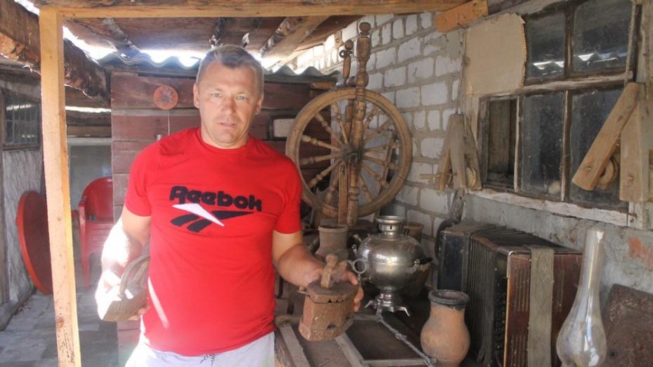 Житель Петропавловского района собрал дома коллекцию антиквариата