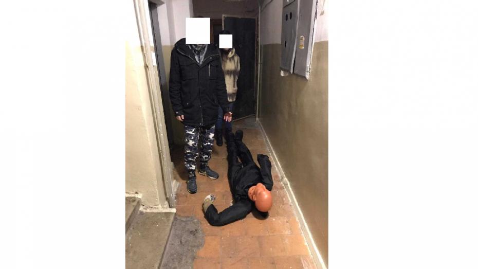 Воронежец избил знакомого и бросил умирать в подъезде