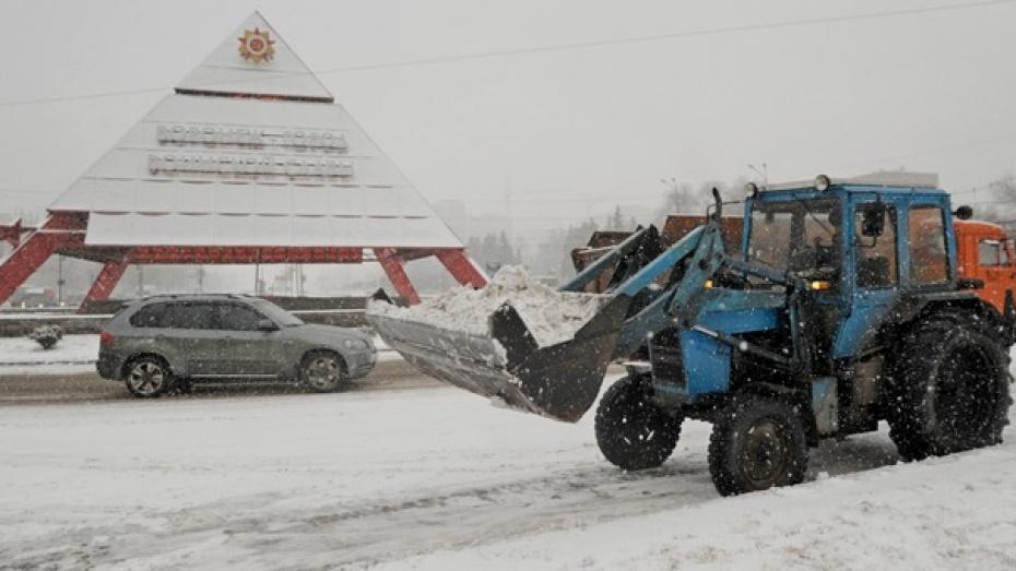 Сегодня на улицы Воронежа вышли 95 единиц техники для устранения последствий снегопада