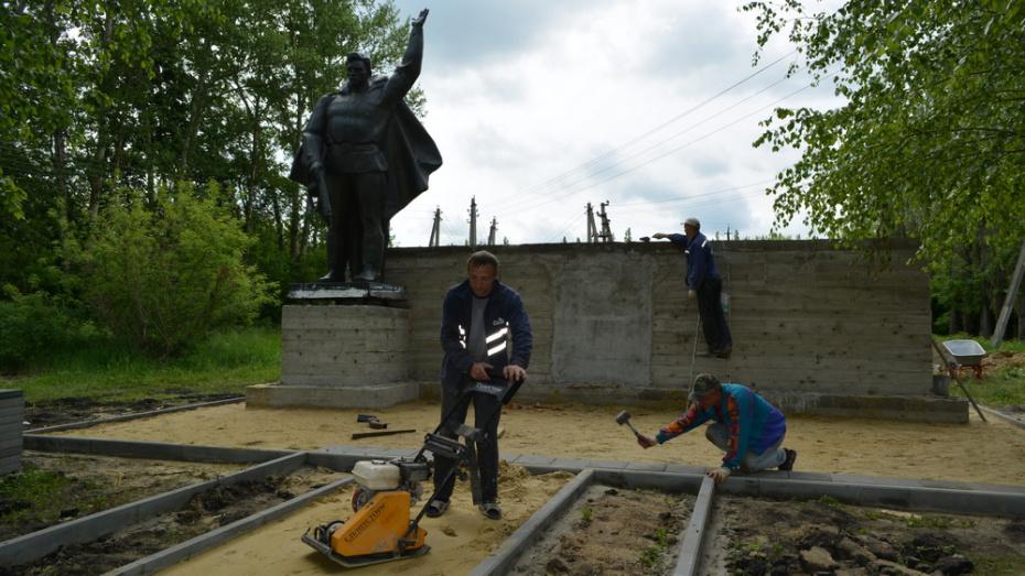 В нижнедевицком селе Глазово отремонтировали памятник погибшим в годы ВОВ землякам