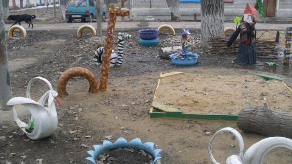 В Подгоренском районе 27-летнюю мать двухмесячного ребенка нашли повешенной