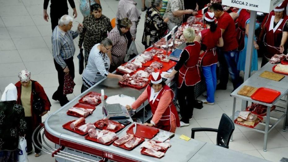 Губернатор и спикер облдумы поздравили воронежских работников торговли
