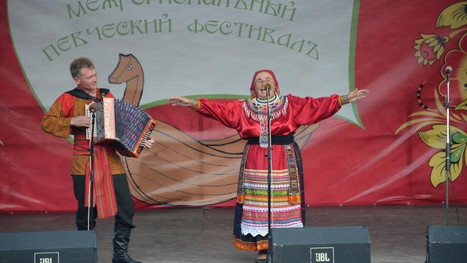 В Верхнем Мамоне прошел межрегиональный фестиваль «Песни над Доном»
