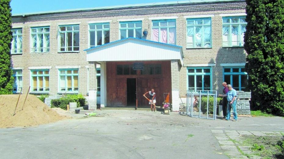 В трех таловских школах у входа появятся пандусы