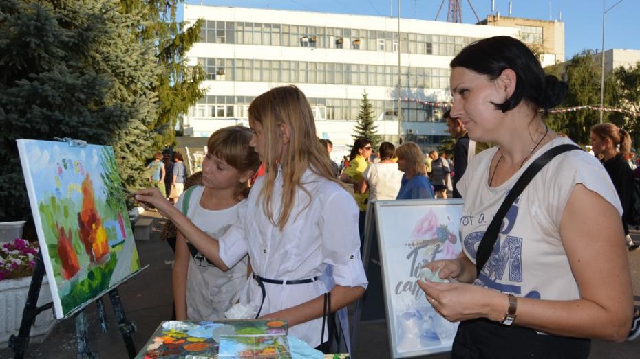 Россошанские журналисты пригласили жителей написать совместную картину 1 октября