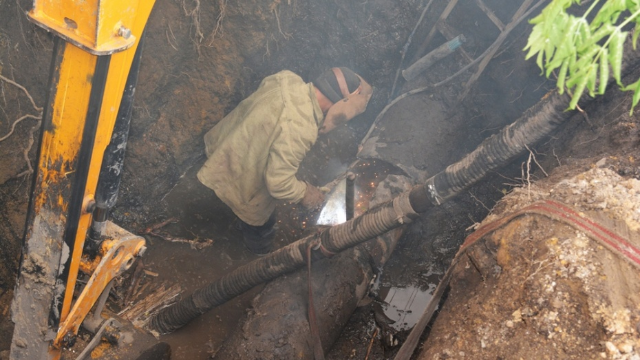 В Калаче из-за аварии на магистральном водоводе организовали водоснабжение по временной схеме