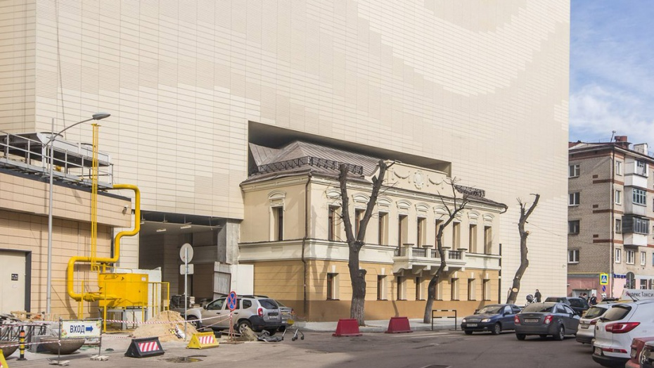 Блогер составил подборку аналогичных дому Балашова в Воронеже неудачных примеров архитектуры