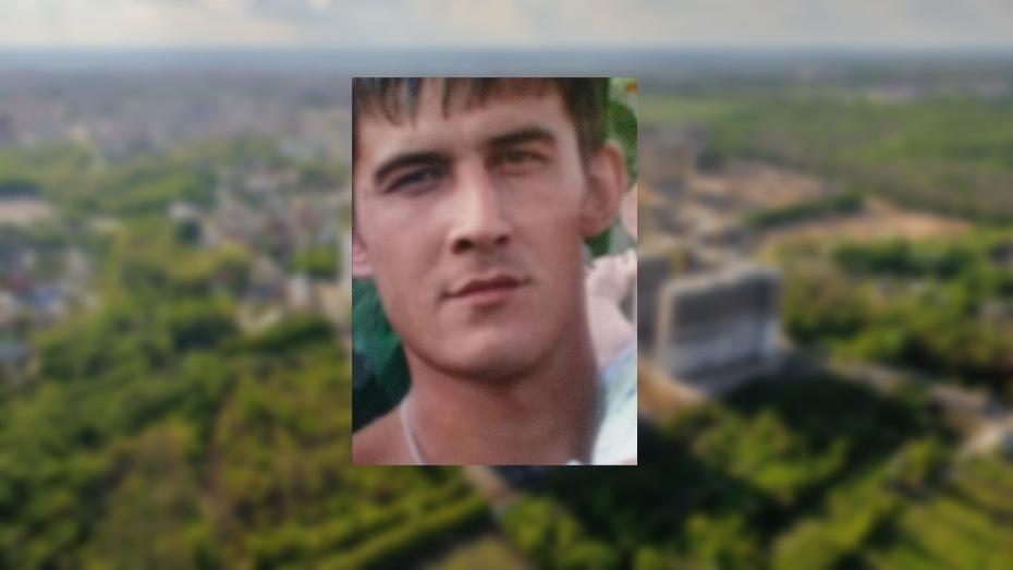 Воронежцев просят посодействовать впоисках 31-летнего мужчины статуировкой наплече