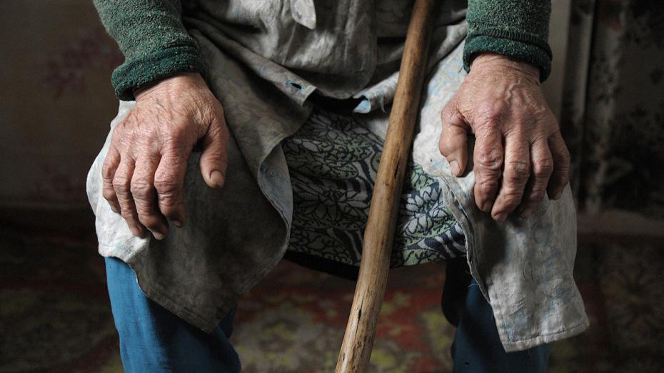 Очевидцы: в Воронежской области пенсионерка погибла, выпав из окна