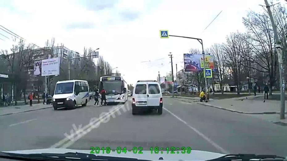 Водителя автобуса №5А в Воронеже оштрафовали после видео в Сети