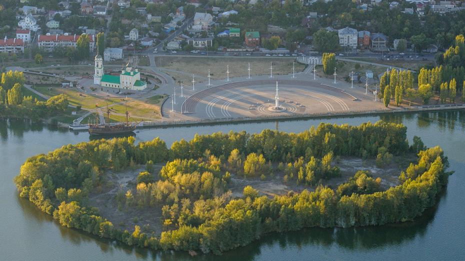 Губернатор поручил убрать зону многоэтажной застройки на Петровской набережной в Воронеже