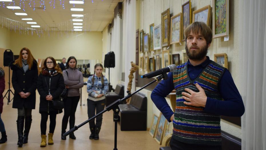 В Борисоглебске открыли выставку картин местного художника Виктора Сапрыкина