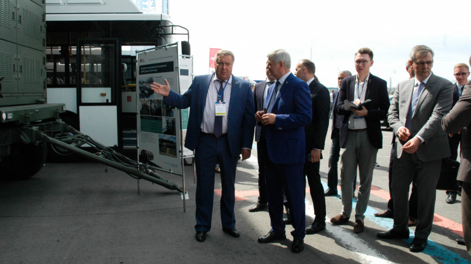 Губернатор посетил промышленный форум под Воронежем