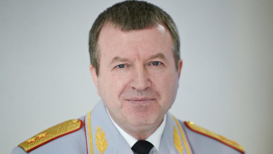 Начальник ГУ МВД по Воронежской области за год заработал на 40 тыс рублей меньше жены