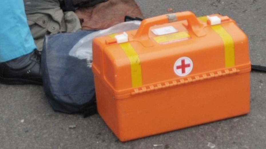 НаЩорса иностранная машина  врезалась встолб: пострадала женщина