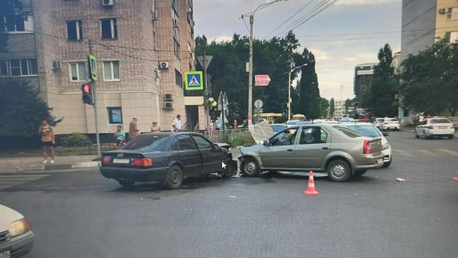 В Воронеже 3 человека попали в больницу после ДТП на левом берегу