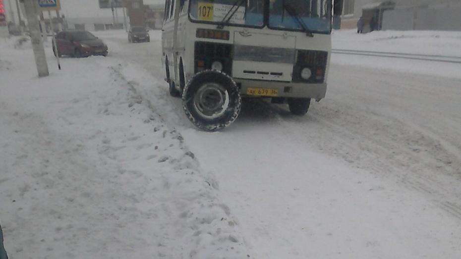 Под Воронежем умаршрутки находу отвалилось колесо