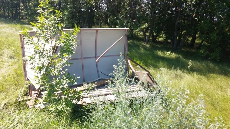 В Поворинском районе водитель врезался в остановку