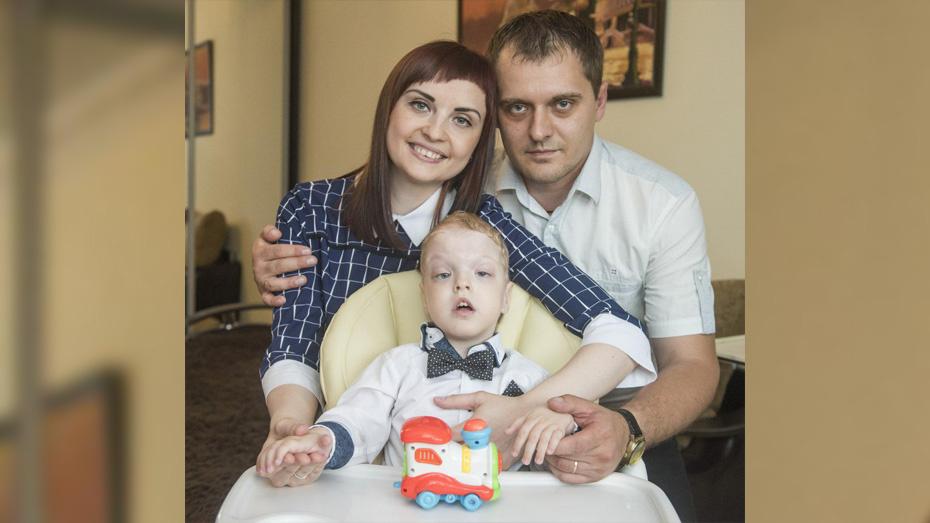 В Лисках родители 3-летнего мальчика с редким заболеванием попросили о помощи