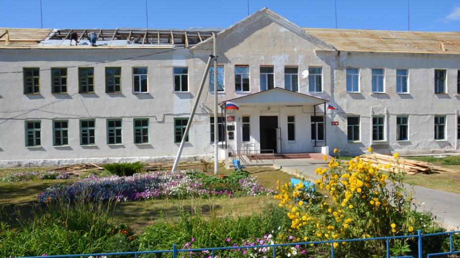 В поворинском селе Байчурово в школе впервые за 62 года отремонтируют  крышу