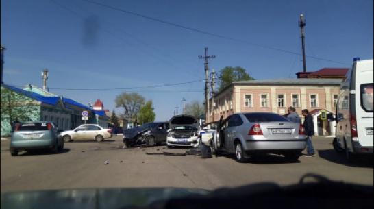 В Боброве пьяная компания на «Ладе» врезалась в машину ДПС: 5 человек в больнице