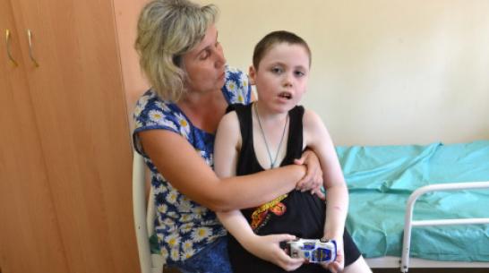 В Воронежской области мать мальчика с редкой болезнью через суд добилась оплаты лекарства