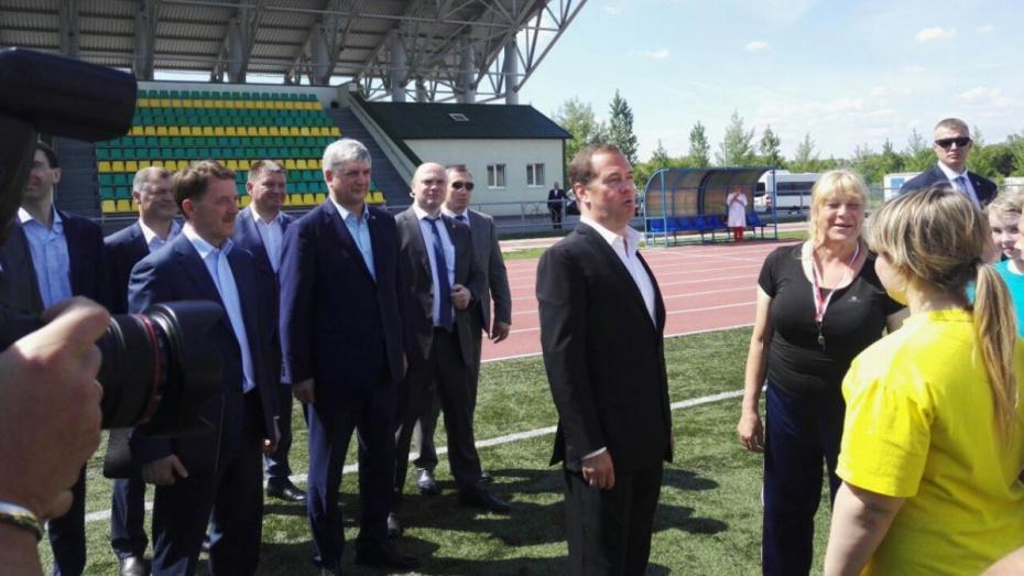 Дмитрий Медведев под Воронежем вспомнил беговые дорожки из своей юности