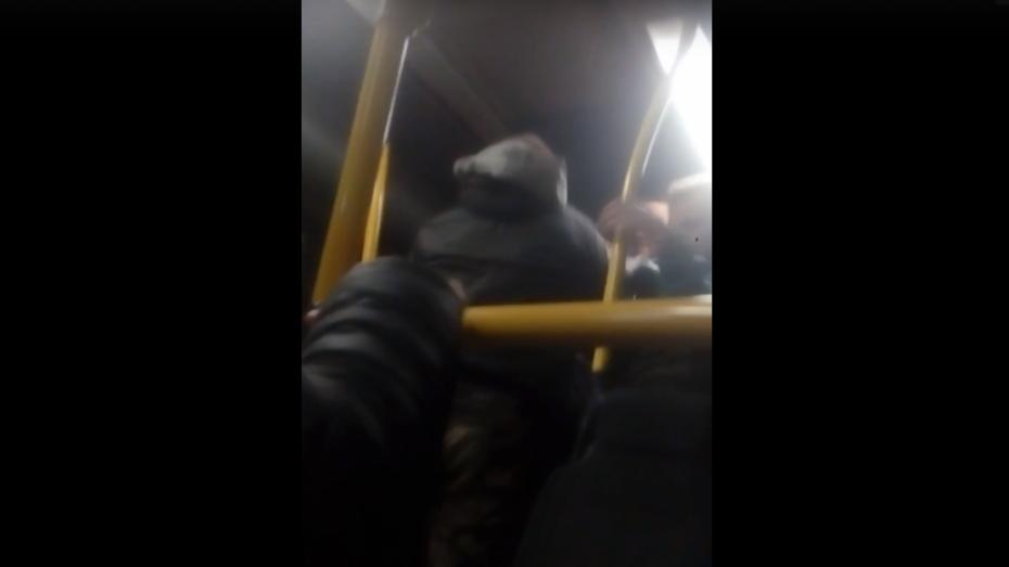 Пьяный воронежец угрожал ножом пассажирам автобуса №90