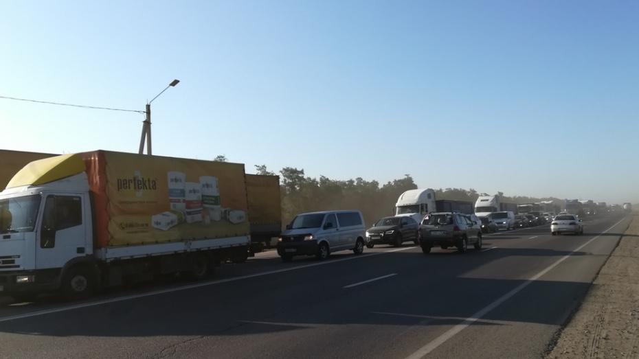 Пробка на воронежском участке трассы М-4 «Дон» в Павловске достигла 5 км