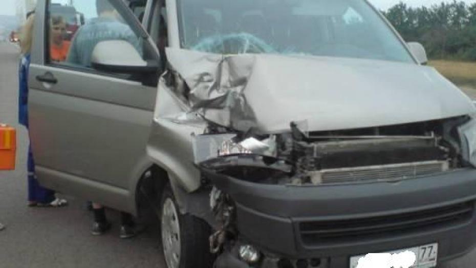 В Воронежской области в ДТП с участием фуры пострадала 7-летняя девочка