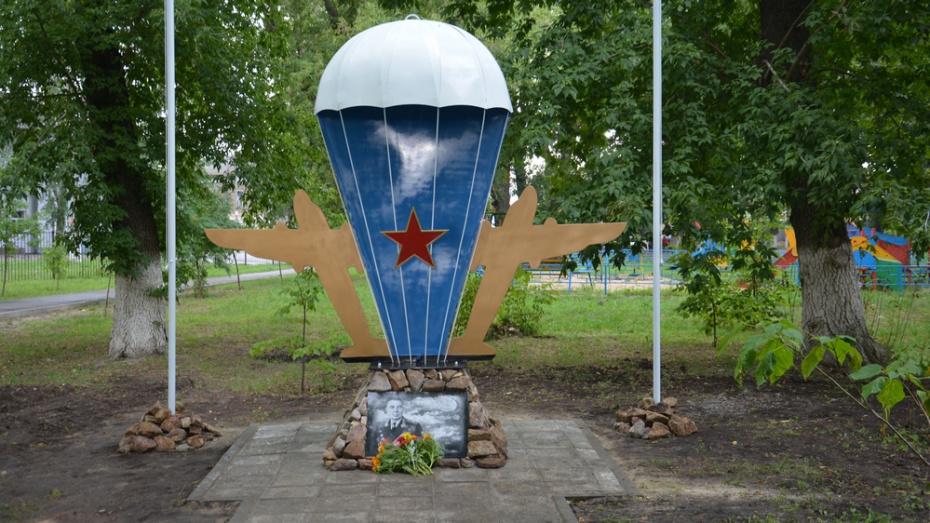 В поворинском селе Пески открыли обелиск Герою Советского Союза Василию Маргелову