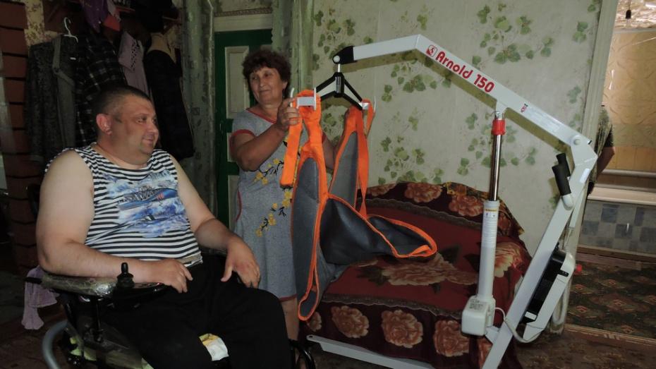 Житель кантемировского села получил электроподъемник после обращения в приемную губернатора