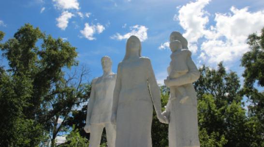 Проект РИА «Воронеж». Где этот памятник? «Семья солдата», или «Грузины»