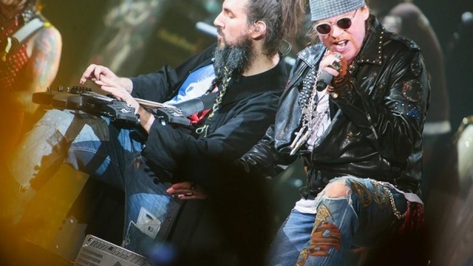 Воронежцы увидят легендарную группу «Guns N' Roses» на большом экране